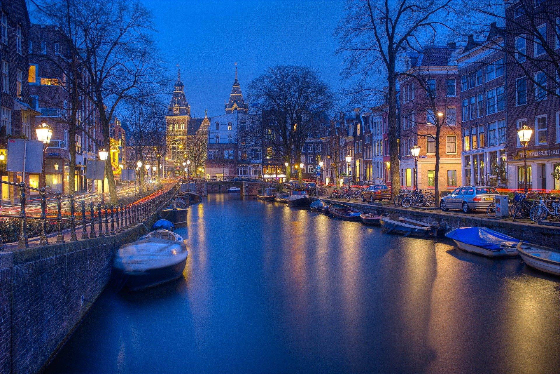Canal d'Amsterdam de nuit
